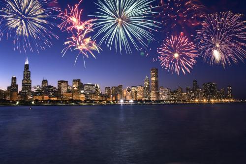 Chicago-skyline-fireworks-thinkstock